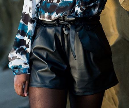 Faux leather high-waisted shorts - black