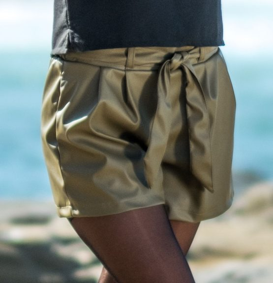 Faux leather high-waisted shorts - olive